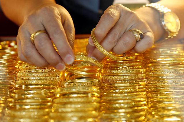 Vàng tăng lên 42,4 triệu đồng/lượng