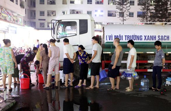 Súc rửa bể xả thẳng ra suối Đồng Bãi, Công ty nước sạch Sông Đà lại bị tuýt còi - Ảnh 1.