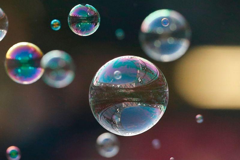 Hạ trần lãi suất giúp tiết giảm nguy cơ khủng hoảng do bong bóng tài sản