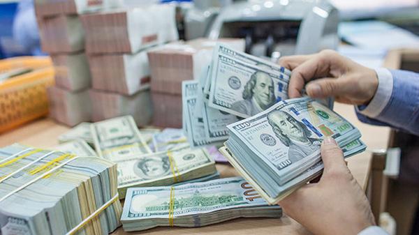 Mua bán ngoại tệ dưới 1.000 USD không đúng quy định sẽ chỉ bị phạt cảnh cáo