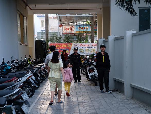 Công an đang khám xét trụ sở Công ty Sông Đà Nha Trang - Ảnh 2.
