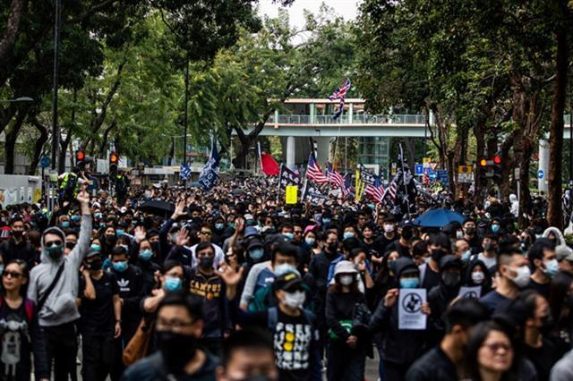 Hàng ngàn người Hồng Kông tuần hành phản đối 'con buôn' từ đại lục