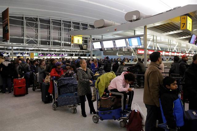 Nhiều sân bay Mỹ kiểm tra hành khách về viêm phổi lạ từ Trung Quốc
