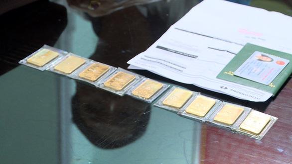 Trộm thẻ master của khách, rút hơn 600 triệu đi mua vàng - Ảnh 2.
