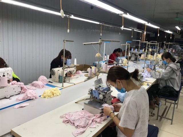 Việt Nam có thể sản xuất được bao nhiêu chiếc khẩu trang vải trong dịch corona? - Ảnh 1.