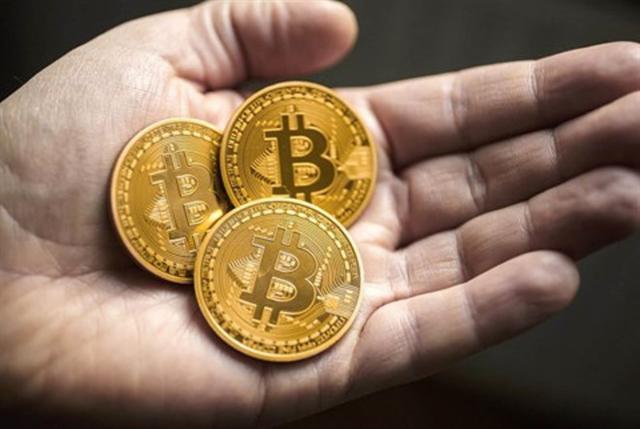 Bitcoin lao dốc khiến thị trường tiền ảo rực lửa