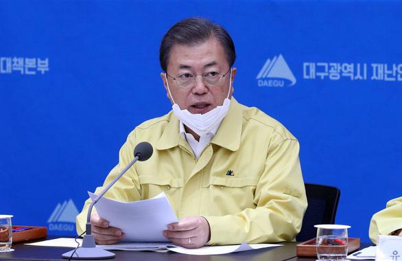 Tổng thống Hàn Quốc tuyên chiến với COVID-19, báo động 24 giờ - Ảnh 1.