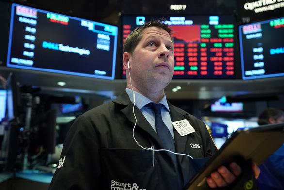 Chứng khoán tương lai Mỹ vẫn giảm, bất chấp FED hạ lãi suất gần bằng 0 - Ảnh 1.