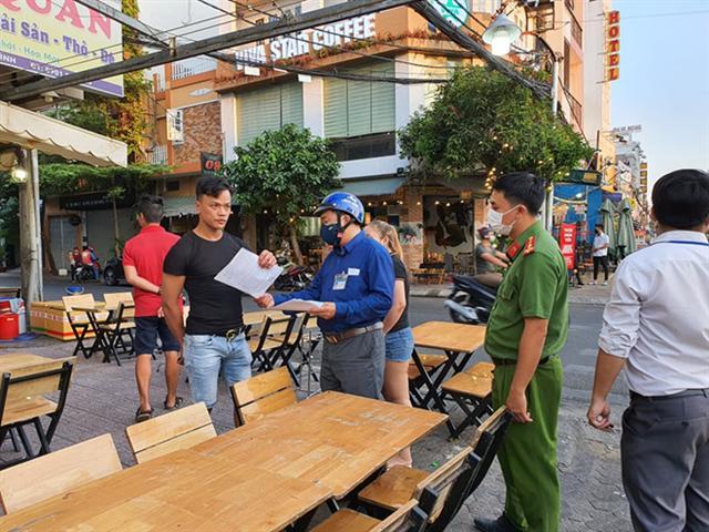 Quán xá, nhà hàng Sài Gòn đóng cửa phòng Covid-19: Nhiều quán 'trở tay' không kịp