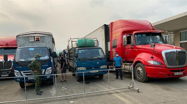 Hàng hóa ồ ạt xuất - nhập trở lại với Trung Quốc