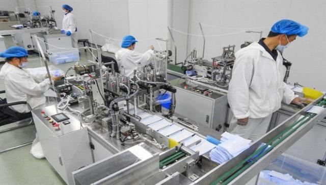 Hàng nghìn nhà máy ở Trung Quốc chuyển sang sản xuất khẩu trang