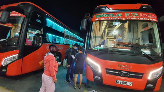 TP.HCM giảm 60% số chuyến xe khách liên tỉnh, chỉ được chở không quá 20 người