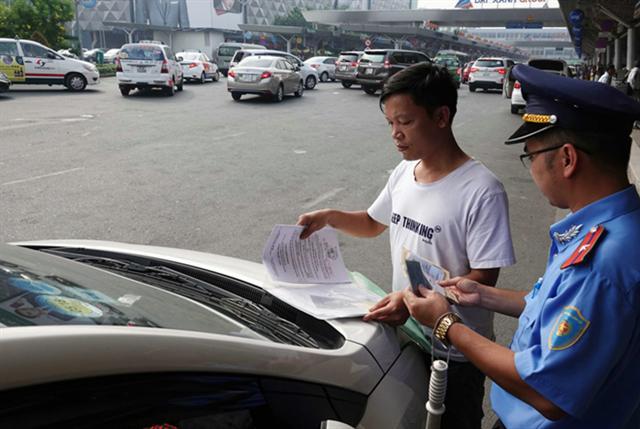 NÓNG: TP.HCM đổi kế hoạch, tiếp tục tạm ngưng Grab và taxi từ 23.4