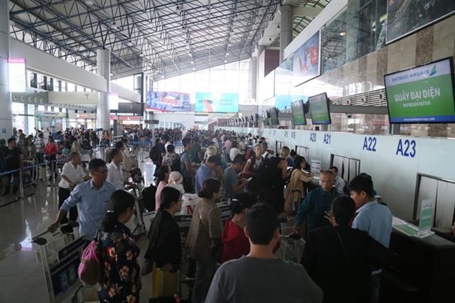 'Chạy đua' nâng cấp đường băng Nội Bài, Tân Sơn Nhất