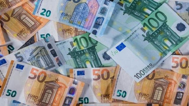 chau au bom them tien cuu kinh te - Ngân Hàng Trung Ương Châu Âu Bơm Thêm 600 Tỷ Euro Để Mua Trái Phiếu