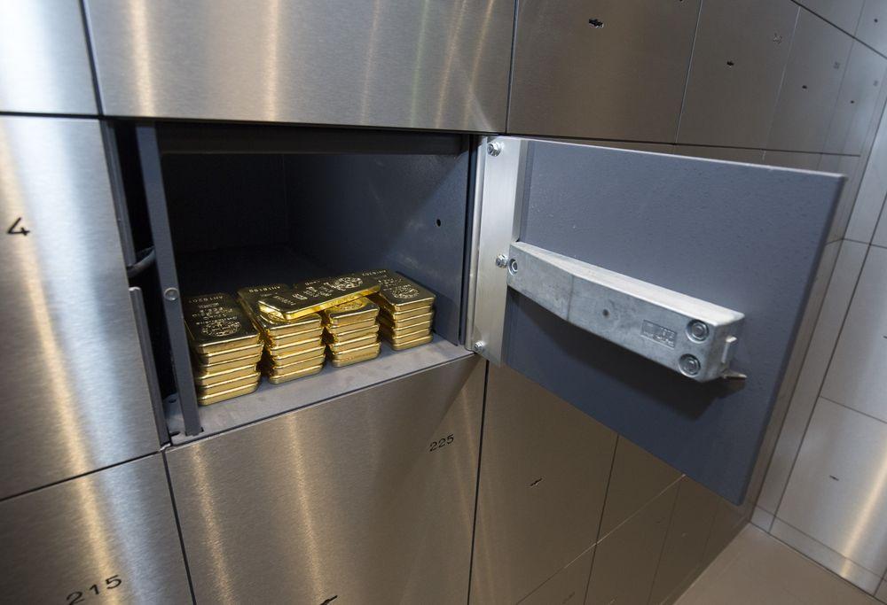 vang co phieu - Bloomberg: Dòng Tiền Đang Chảy Từ Cổ Phiếu Sang Vàng