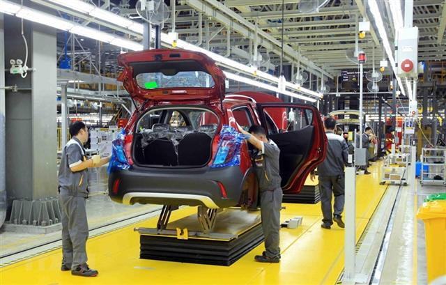 Vietnam seeks to steer clear of rivalries threatening global trading system