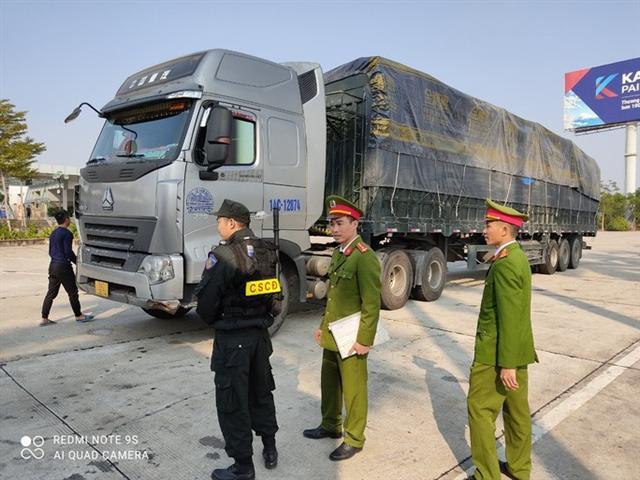 Cận cảnh vụ bắt giữ 14 xe container chở hàng lậu từ Trung Quốc về - Ảnh 1.