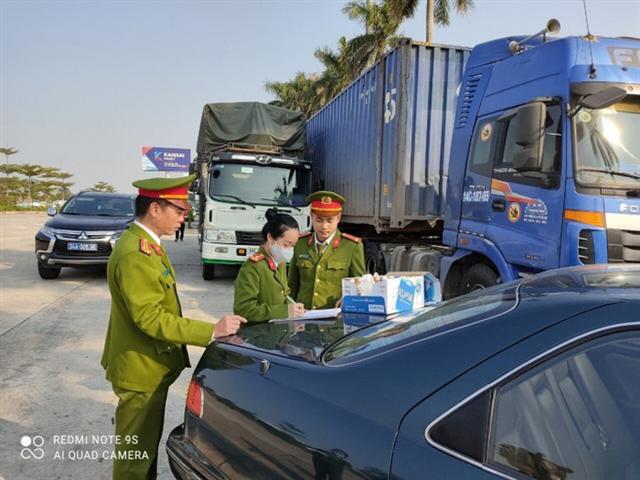 Cận cảnh vụ bắt giữ 14 xe container chở hàng lậu từ Trung Quốc về - Ảnh 7.