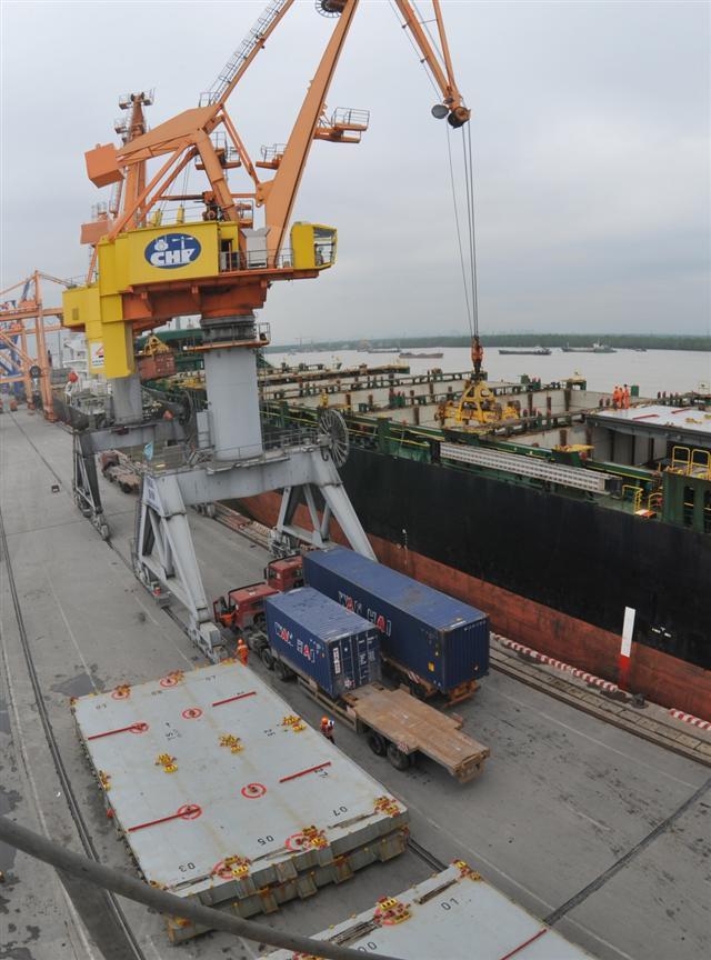 Vietnam doubles trade surplus, boosts int'l trade deals despite pandemic