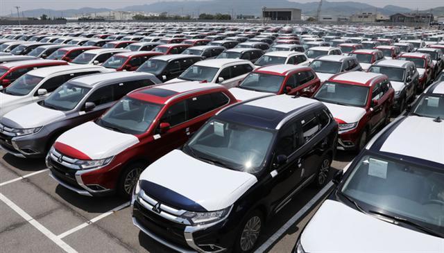 Nhập khẩu ô tô bất ngờ tăng vọt trong tháng 3