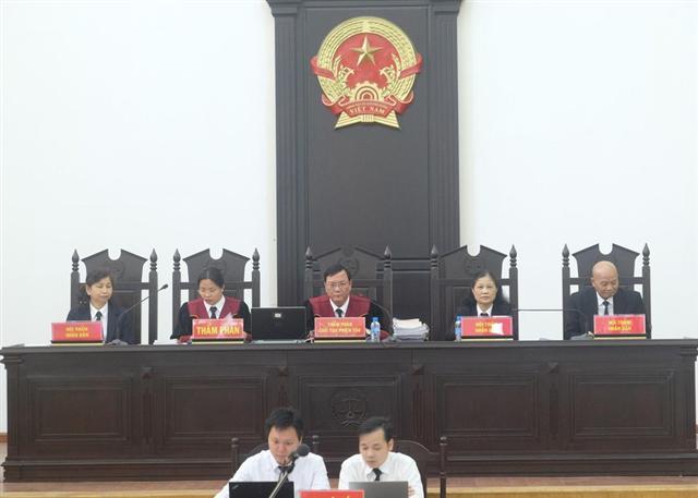 Vắng mặt vì lý do sức khỏe, ông Vũ Huy Hoàng bị tuyên 11 năm tù
