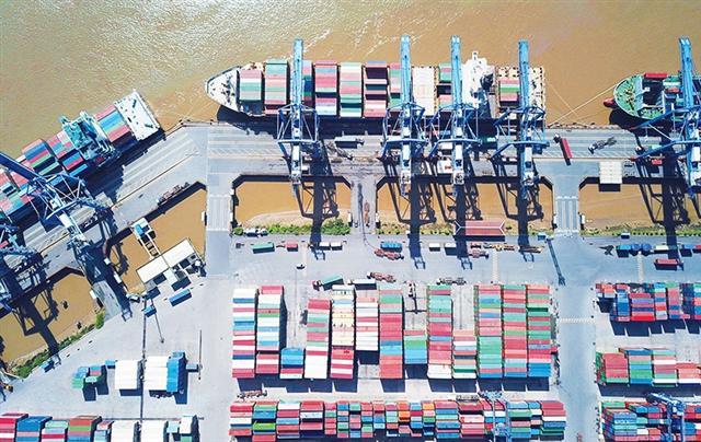 Asian giants retain grip of Vietnamese logistics sector