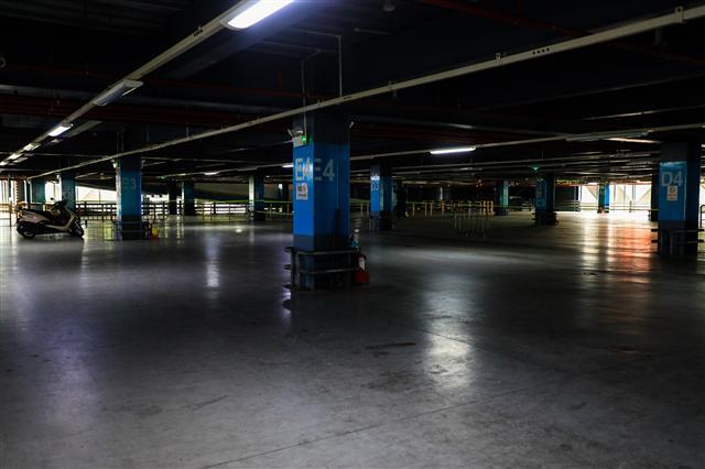 Sân bay Tân Sơn Nhất vắng lặng ảnh 2