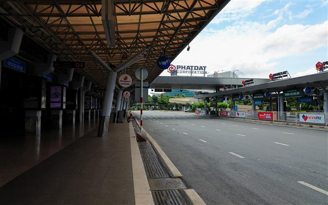Sân bay Tân Sơn Nhất vắng lặng ảnh 4