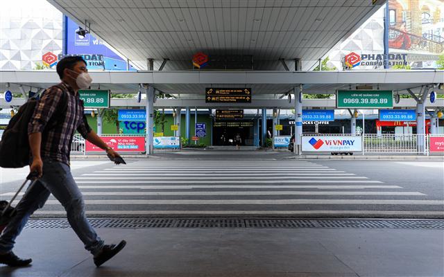 Sân bay Tân Sơn Nhất vắng lặng ảnh 5