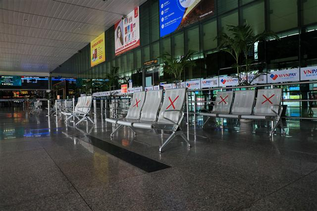 Sân bay Tân Sơn Nhất vắng lặng ảnh 6