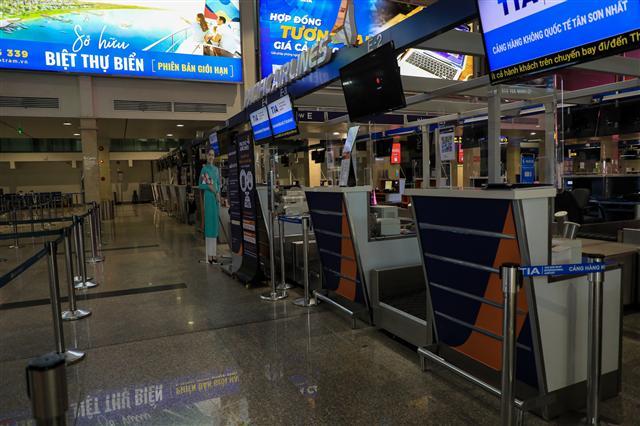 Sân bay Tân Sơn Nhất vắng lặng ảnh 7