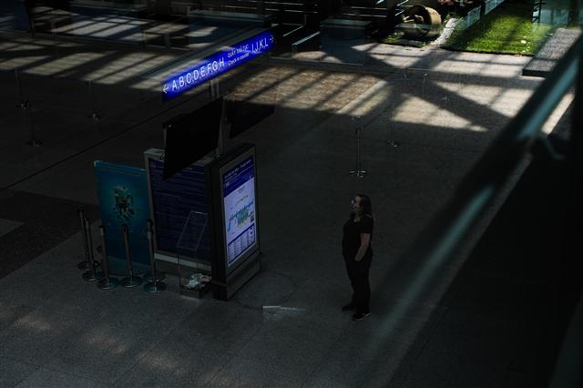 Sân bay Tân Sơn Nhất vắng lặng ảnh 9