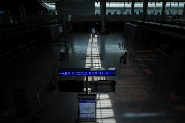 Sân bay Tân Sơn Nhất vắng lặng ảnh 10