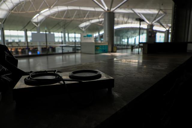 Sân bay Tân Sơn Nhất vắng lặng ảnh 12