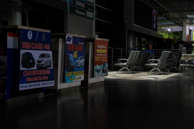 Sân bay Tân Sơn Nhất vắng lặng ảnh 14