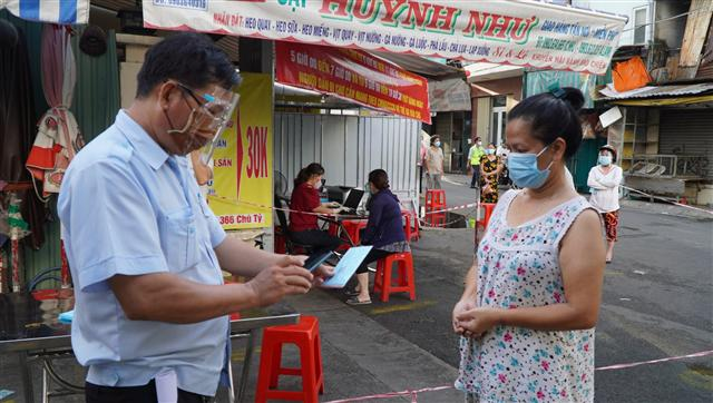 Sở Công thương yêu cầu tiểu thương 'tự đánh giá nguy cơ'