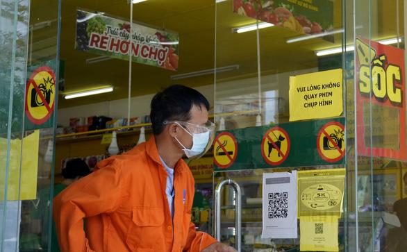 Cửa hàng, siêu thị phải gỡ biển cấm chụp hình - Ảnh 1.
