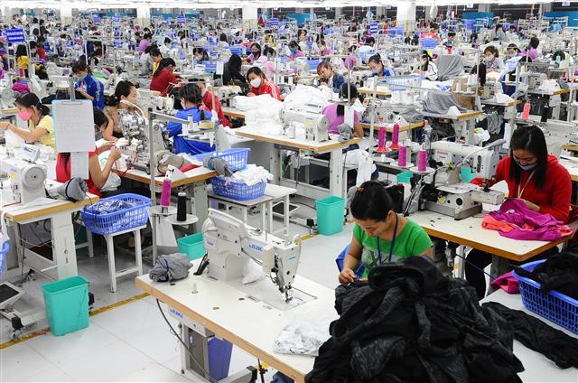 Thế khó của ngành dệt may và da giày ảnh 1