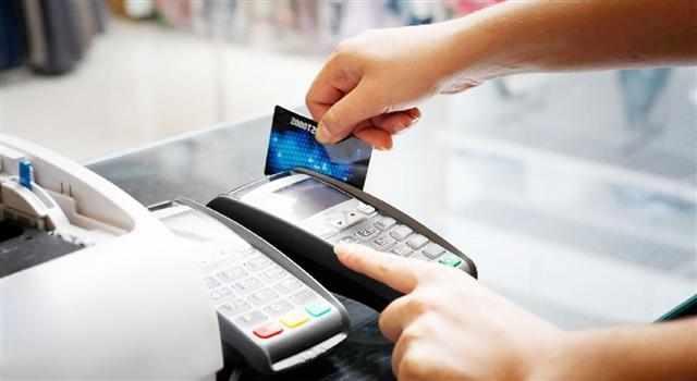 Cashless payments boom in Vietnam, but cash economy still too high